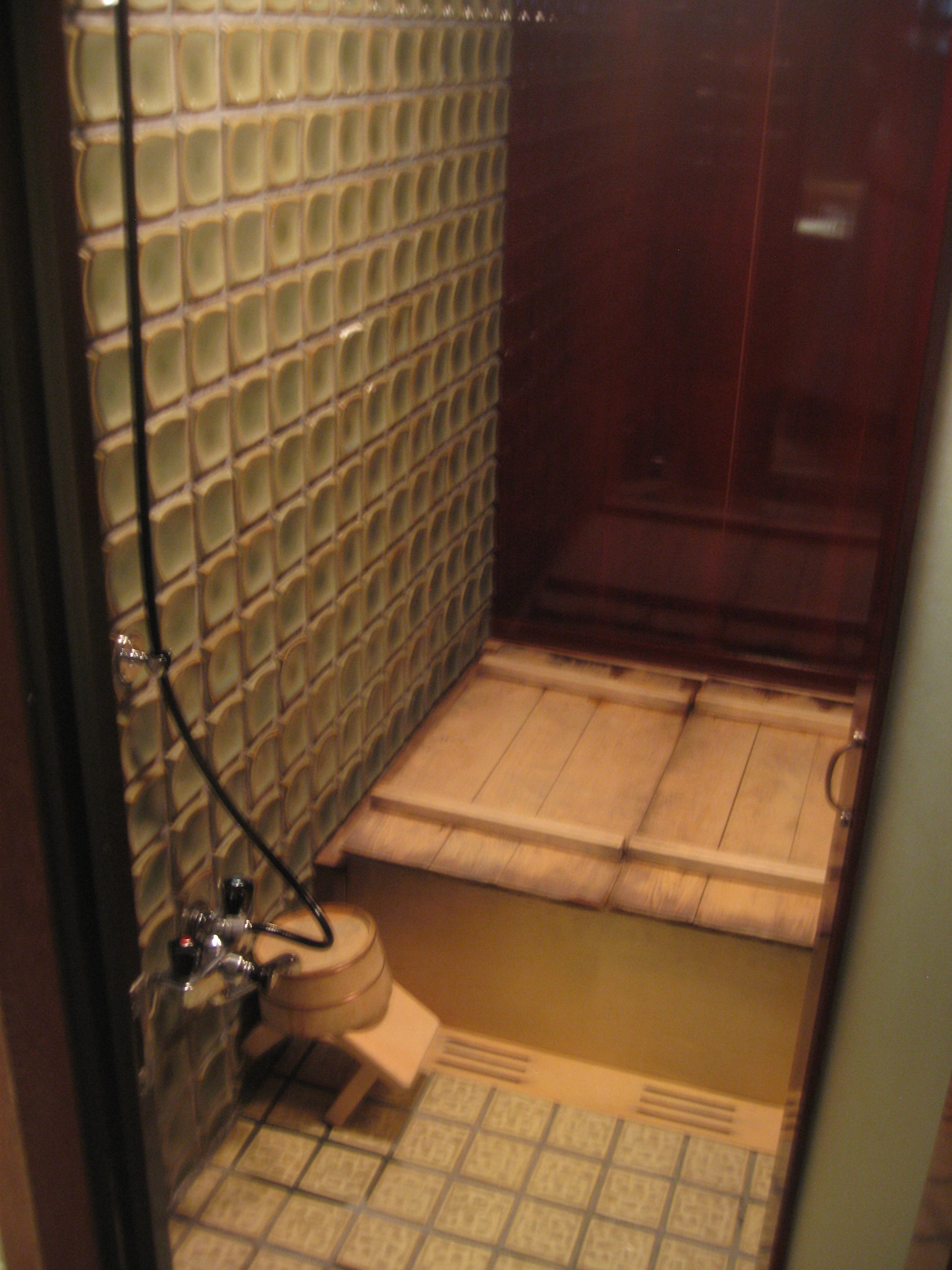 Tea with mary kate travels to hiiragiya ryokan kyoto for Asian small bathroom design