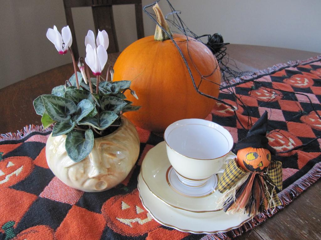 Halloween afternoon tea ideas for Afternoon tea decoration ideas