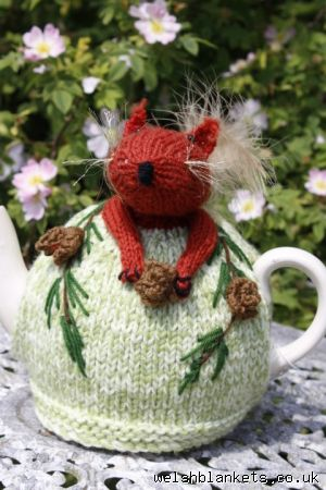Too cute red squirrel tea cosy